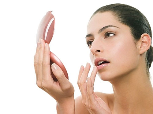 Cần làm gì sau khi phun môi?