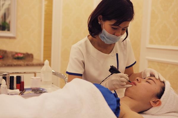 Màu môi có lên đúng không sau phun xăm môi CN Hàn Quốc?