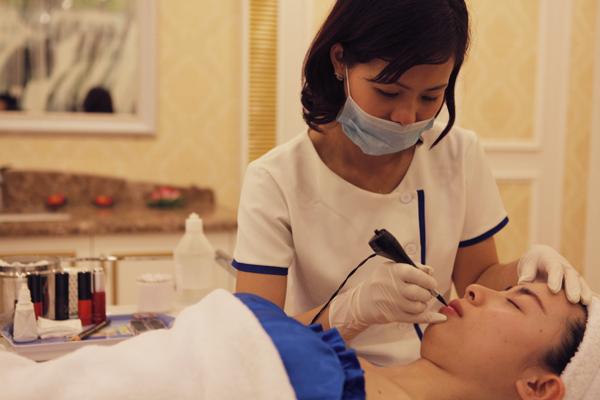 Môi hồng xinh xắn với kĩ thuật phun xăm môi mới  1