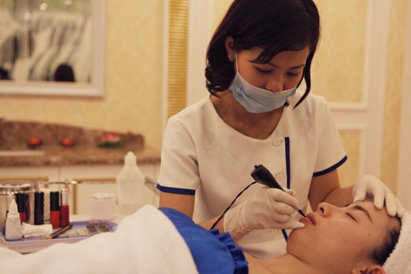 Dịch vụ phun xăm môi tại Thẩm mỹ viện Đông Á