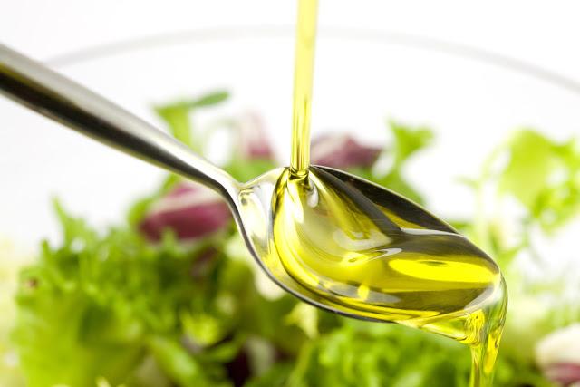 Làm hồng môi tự nhiên đơn giản, siêu tiết kiệm với dầu oliu 1