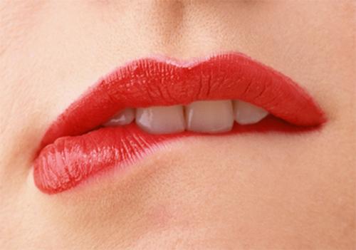 Bí quyết để có đôi môi hồng tươi sắc trong ngày đông lạnh
