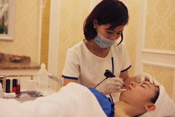 Giải đáp: Phun xăm môi có đau không, cần kiêng gì sau thực hiện?