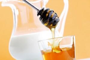 Mách bạn cách trị thâm môi tự nhiên với mật ong hiệu quả