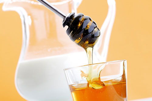 Mách bạn cách trị thâm môi tự nhiên với mật ong hiệu quả 2