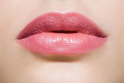 Giải pháp phun môi hồng tự nhiên mềm mại 3