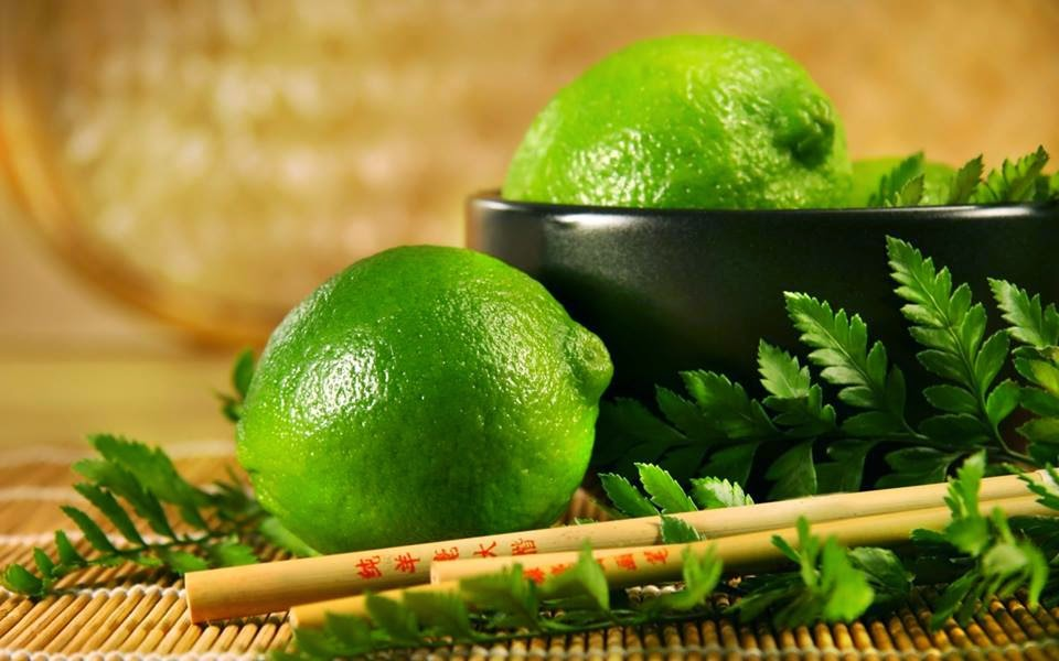 3 bước giúp bạn trị môi thâm đen hiệu quả với chanh 1