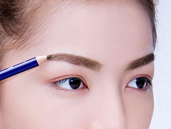 Update cách kẻ lông mày ngang chuẩn style Hàn Quốc