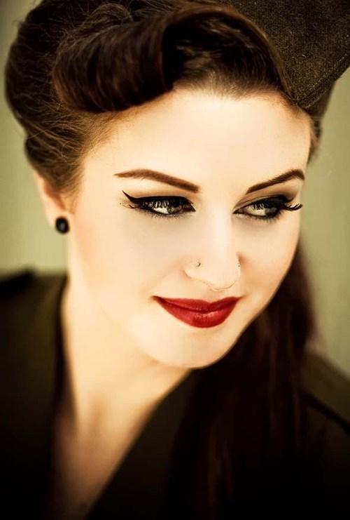 Nổi bật với cách trang điểm môi tông đỏ quyến rũ