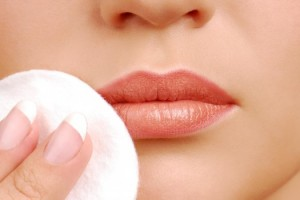 Có cách nào giảm thâm môi và môi dày hiệu quả không?