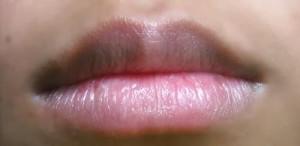 Có cách nào khắc phục xăm môi không đều màu không?