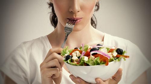 Sau khi phun xăm môi nên ăn gì là tốt nhất