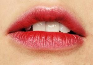 Sở hữu ngay đôi môi hồng căng mọng với 3 bước đơn giản